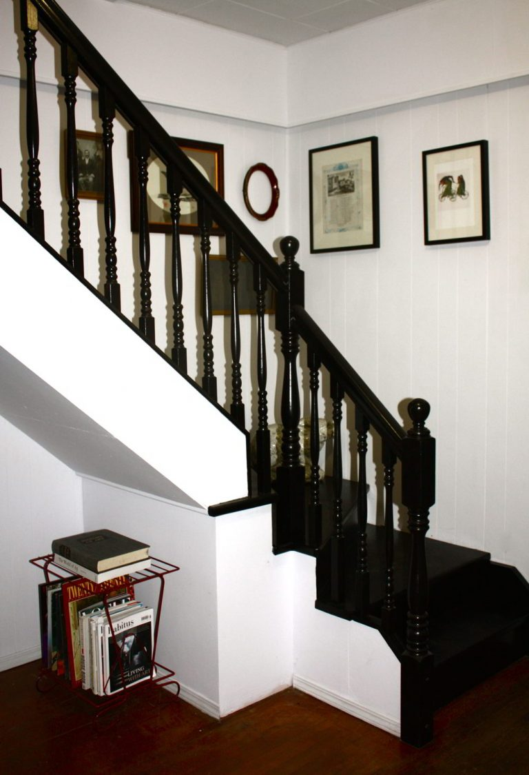 Painted Stairs Ideas - Black Painted Staircase