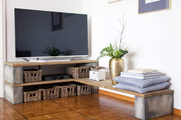 DIY Wood and Cinderblock TV Stand