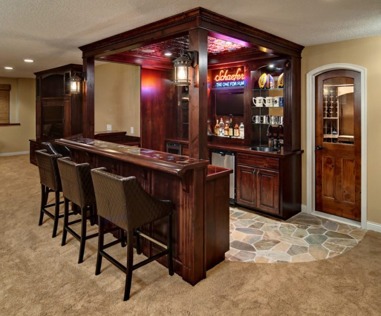 Classic And Traditional Basement Bar Ideas