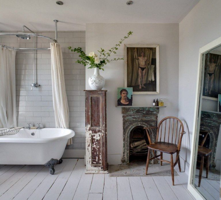 Classic Shabby Chic Bathroom