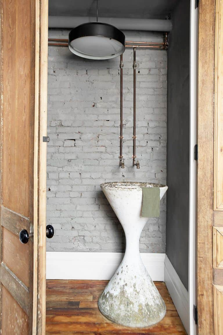 Concrete Wall Farmhouse Bathroom Decor Ideas