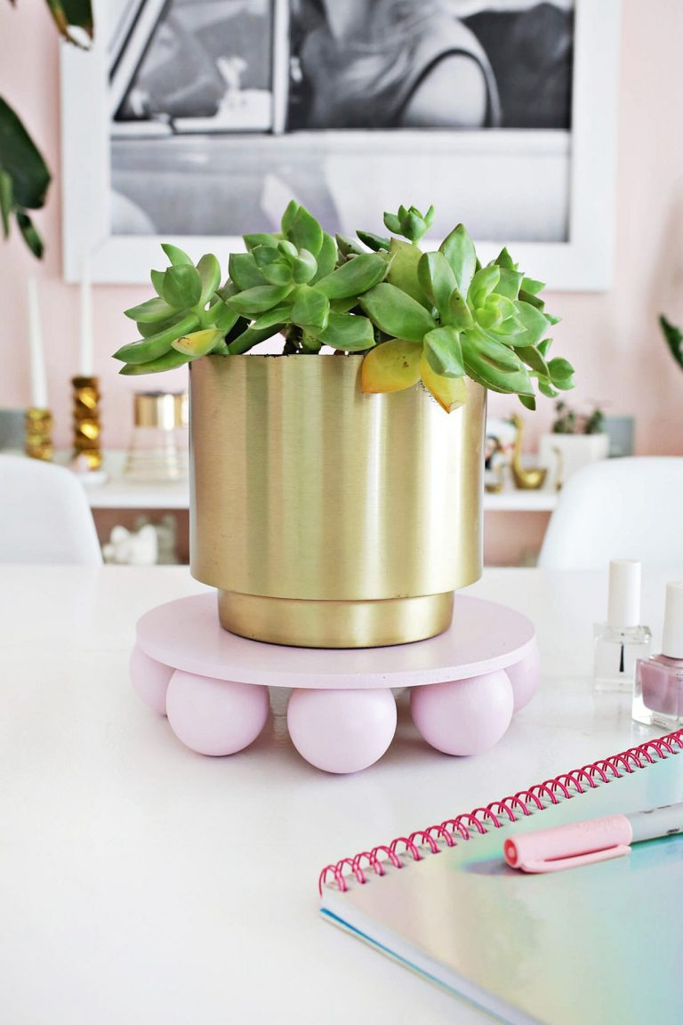 Cute Wooden Ball Plant Stand