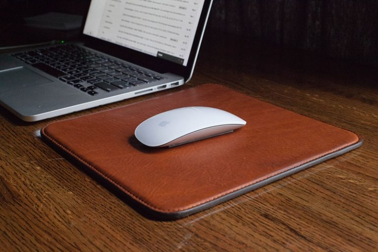 DIY Classy Leather Mouse Pad