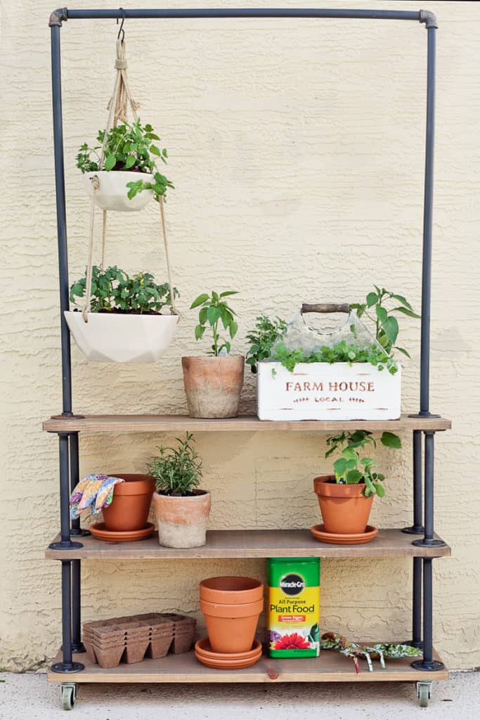 DIY Farmhouse Plant Stand Ideas