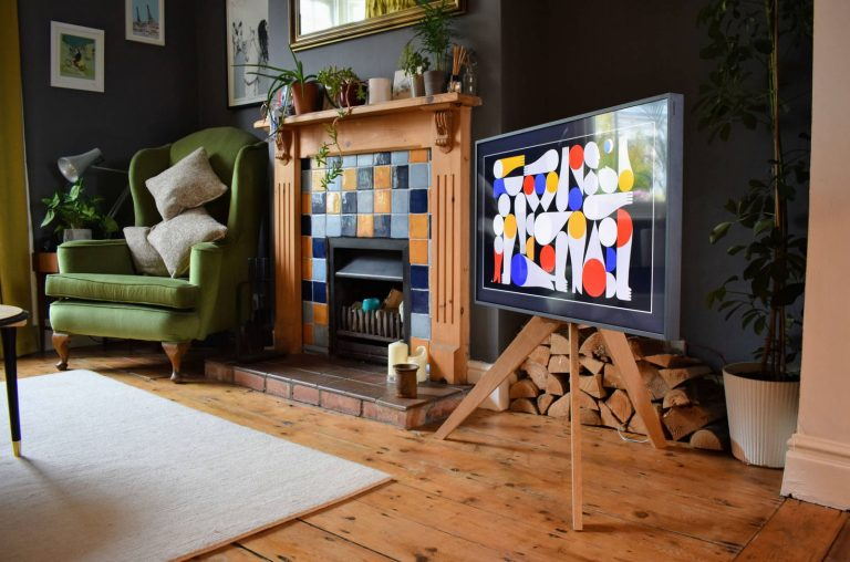 DIY TV Oak Tripod Stand