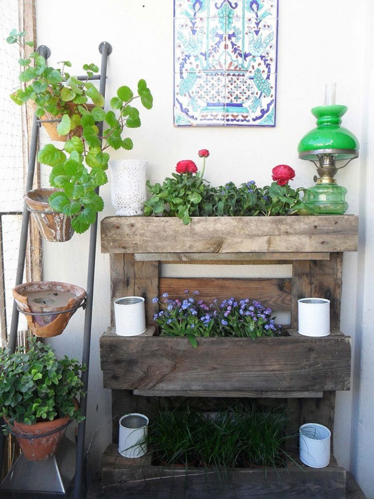 DIY Pallet Plant Stand