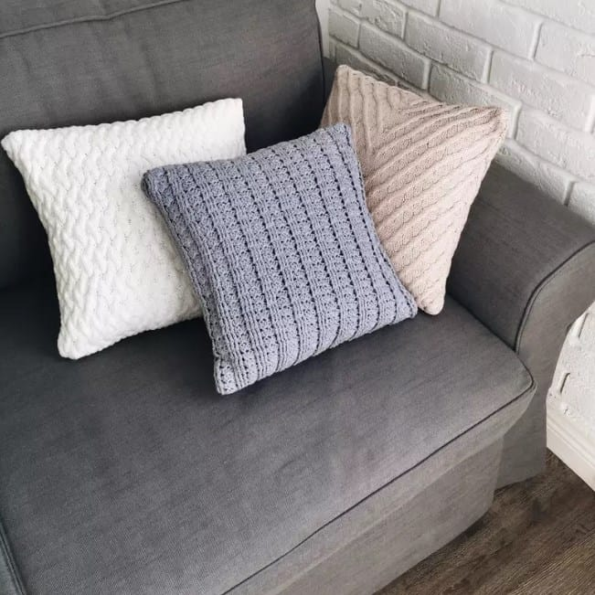 Knitted Pillow Ideas For A Gray Couch