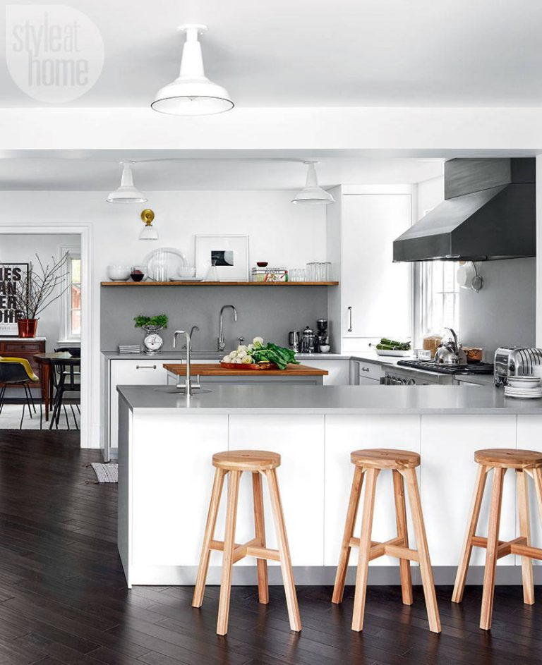 MODERN KITCHEN WITH VINTAGE-LOOK
