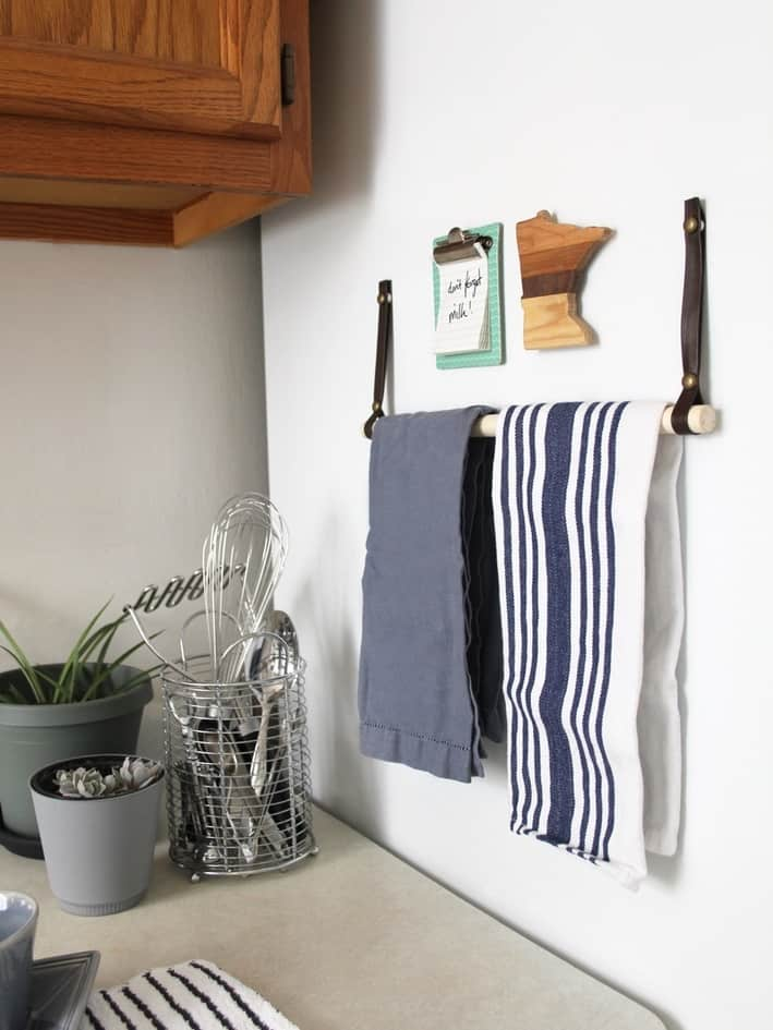 Magnetic Leather Towel Rack