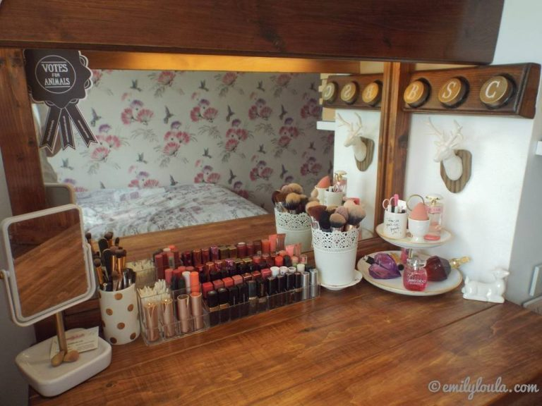 Makeup Storage Dressing Table