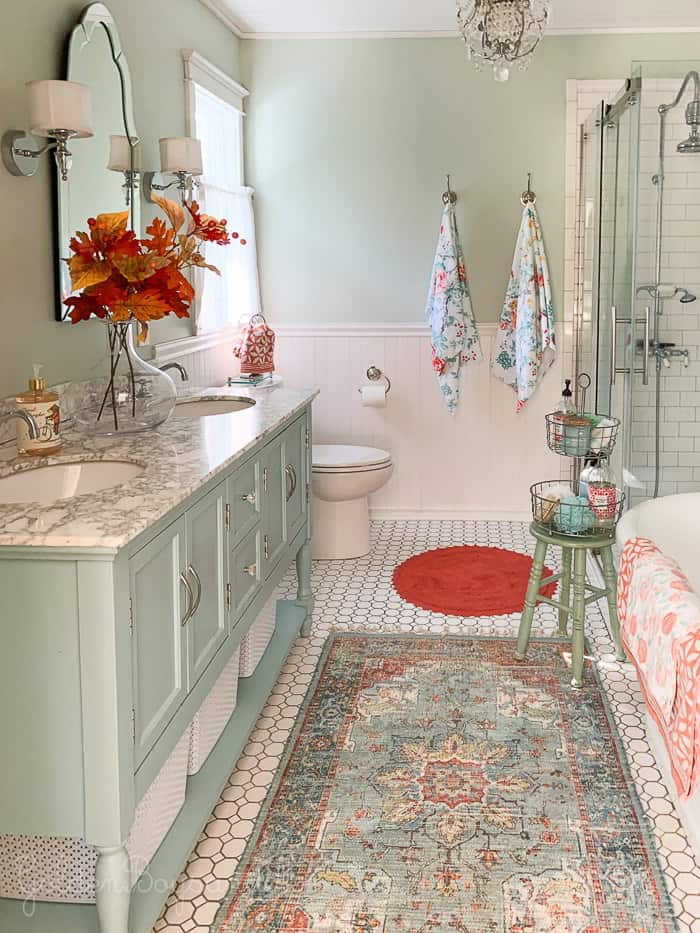 Master Shabby Chic Bathroom