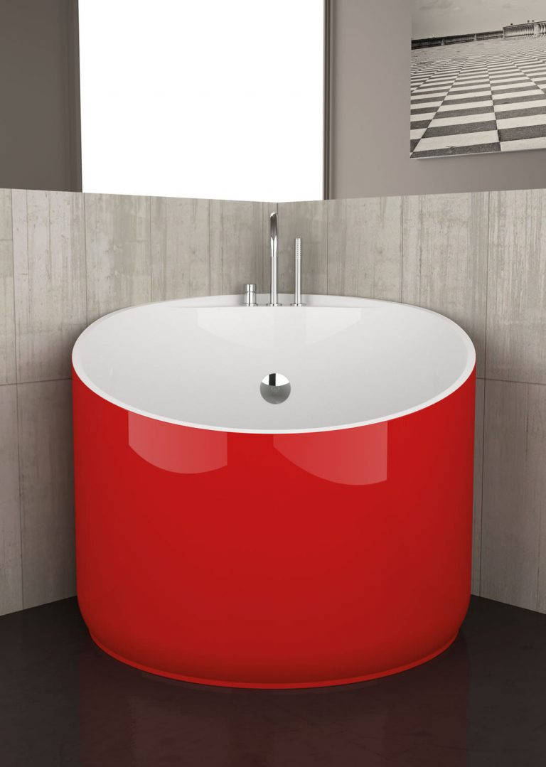 Mini Bathtub for Your Mini Bathroom