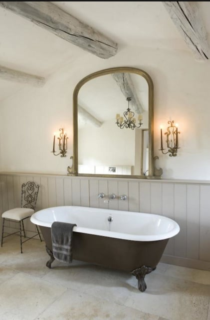 Minimalist Shabby Chic Bathroom