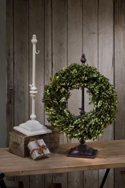 One Hook Wreath Stand
