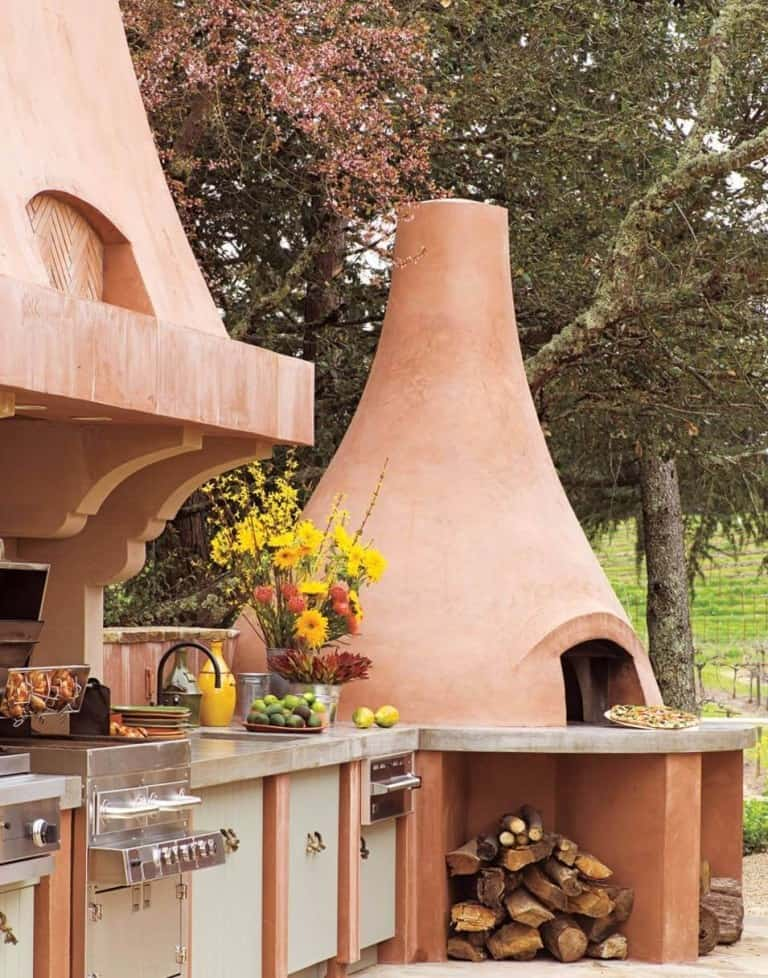 Outdoor Kitchen With Clay Pizza Oven