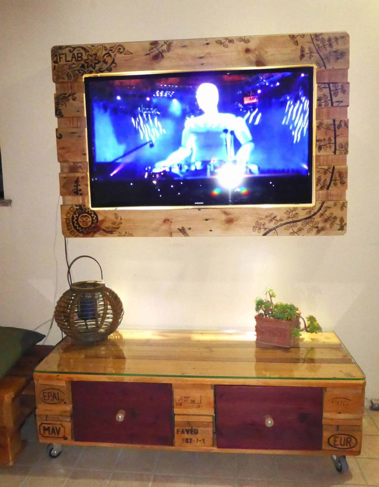 Patterned Pallet TV Stand