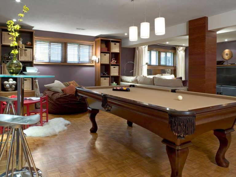 Casual Rec Room with Pool Table