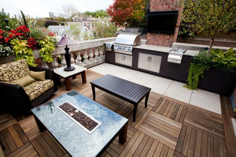 Rooftop Deck With Kitchen