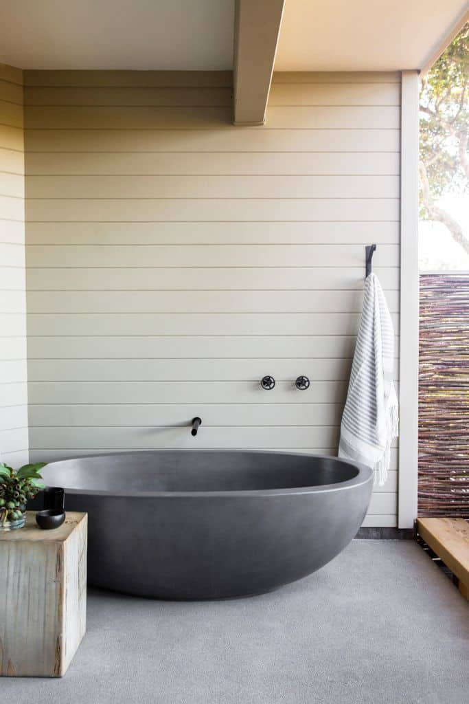 Semi Outdoor Farmhouse Bathroom Decor Ideas