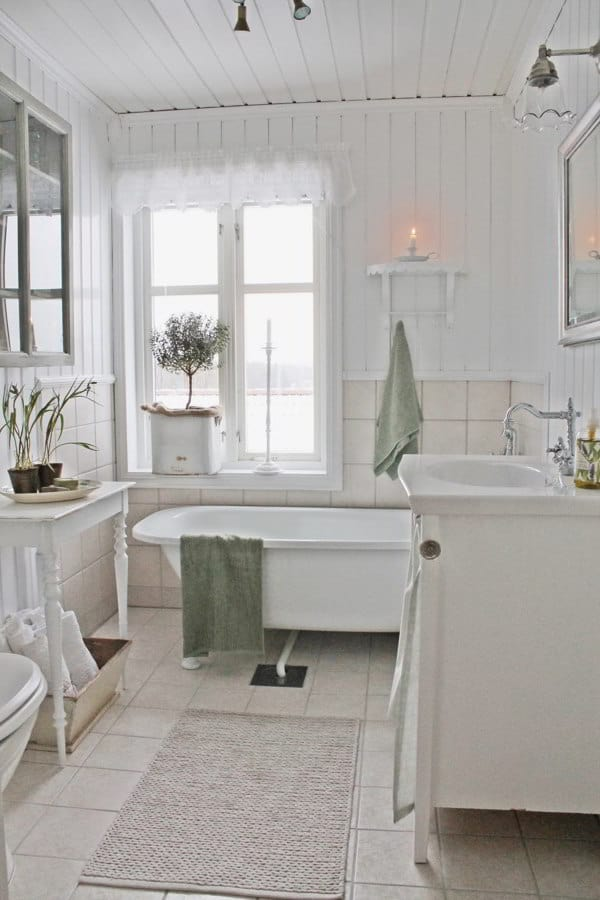 Simple Shabby Chic Bathroom