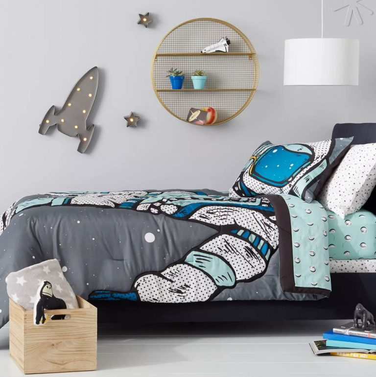 Simple Space Themed Bedroom Decoration