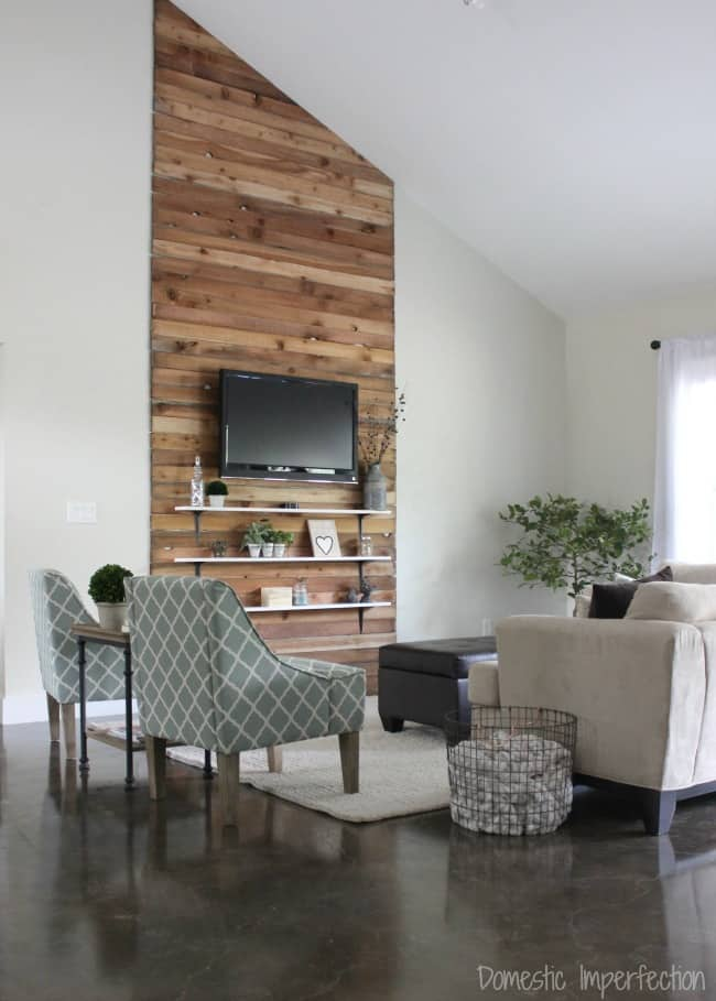 Small Rustic Wood Accent Wall Ideas