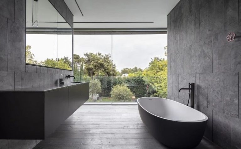 Stone Wall Bathroom Ideas With A View
