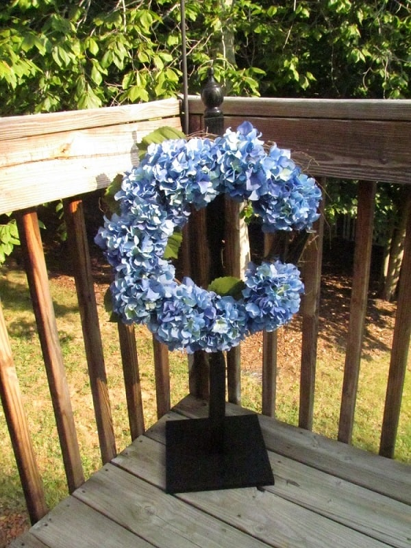 Straightforward Wreath Stand