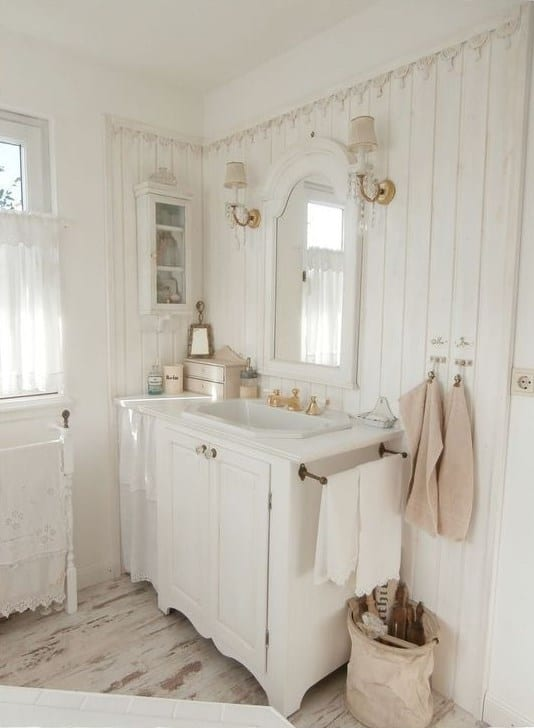 White Shabby Chic Bathroom